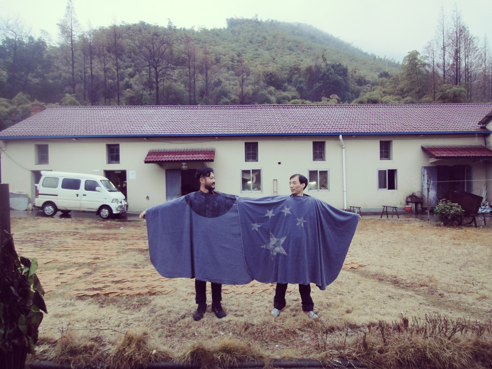 CLORLESS FLAG PONCHO  IMAGE